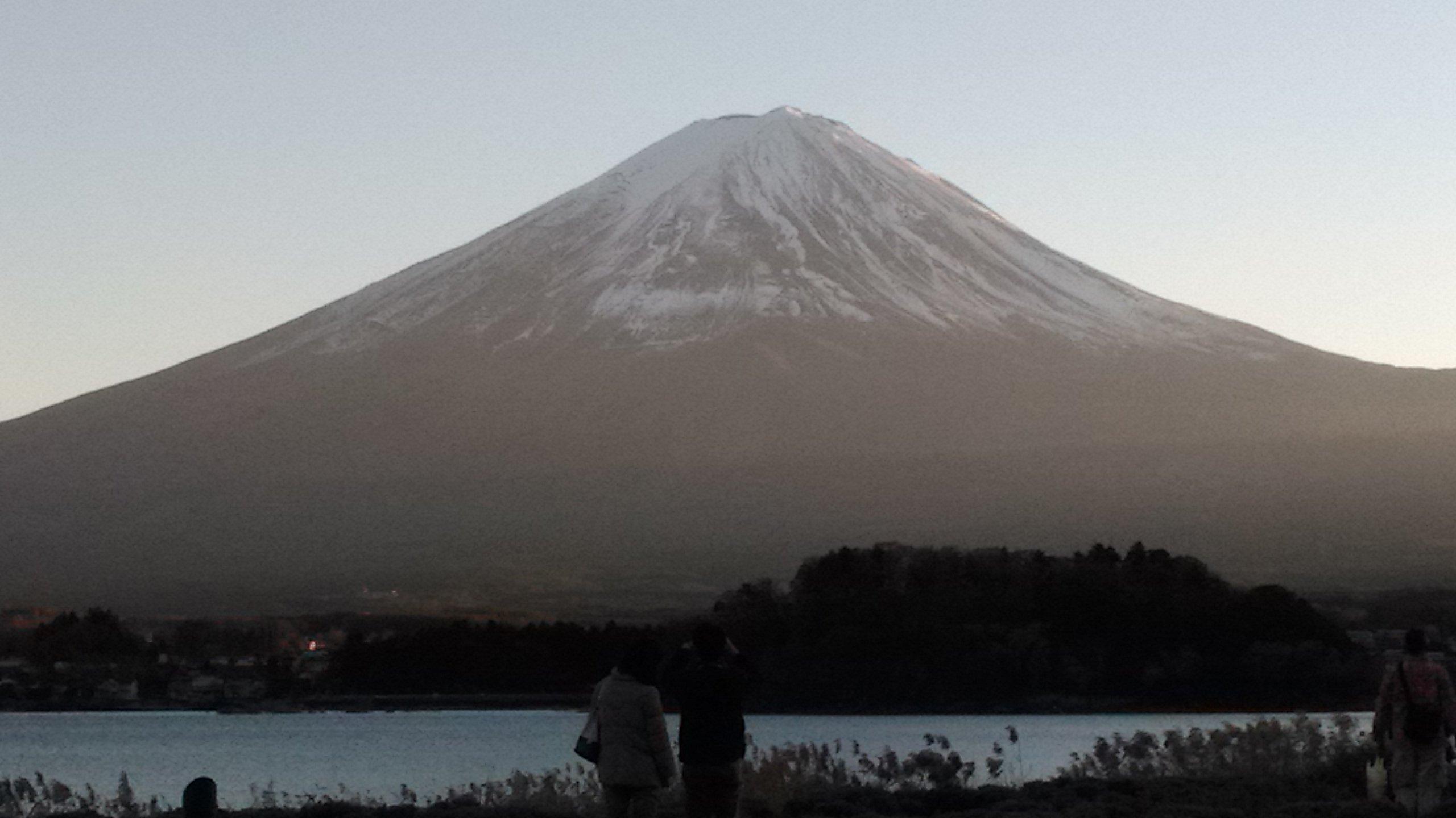 河口湖自然生活館の前から見た富士山