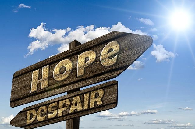絶望と希望の間