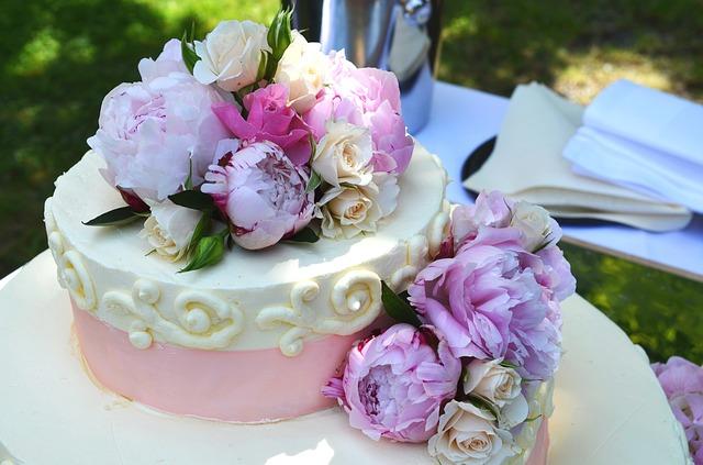ウェディングケーキ 装花
